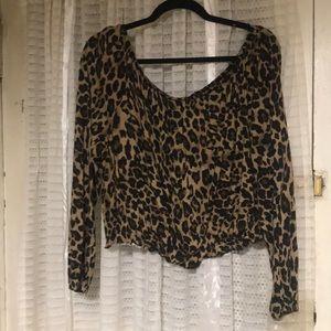 Off the shoulder cheetah print top 🐆🐆